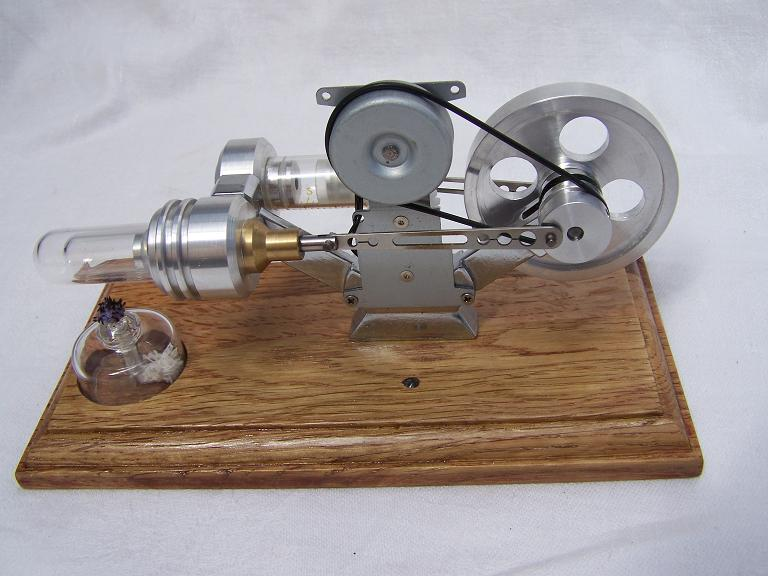 Sterling hot air engine with generator