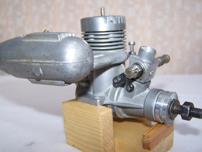 OS MAX 25 model aeroplane glow plug engine