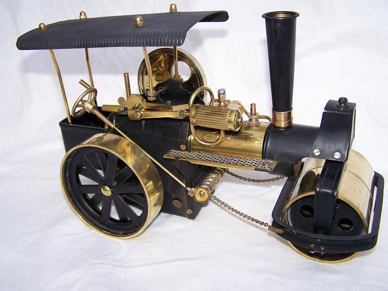 Wilesco D 366 live steam model roller.